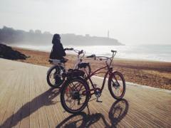Le vélo électrique permet d'aller à l'assaut des contreforts pyrennéens au Pays basque