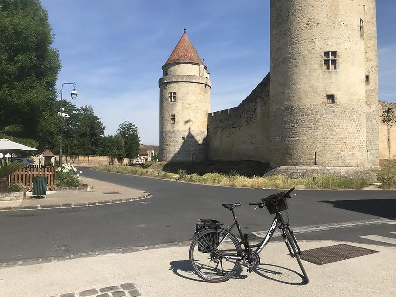 Château de Blandy au nord de Fontainebleau à vélo