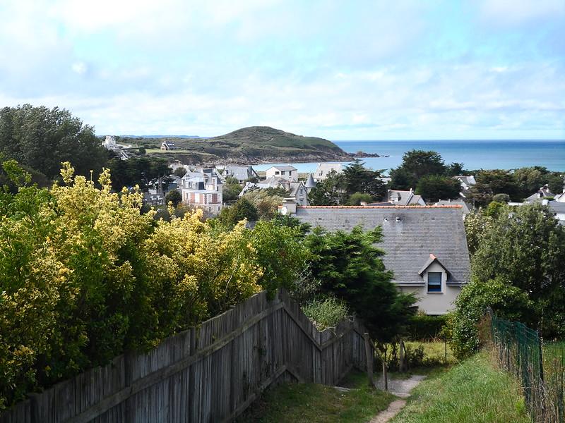 Vue sur la côte d'Émeraude dans la Bretagne Nord à vélo